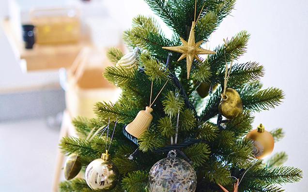 おしゃれなクリスマスツリーと飾り方