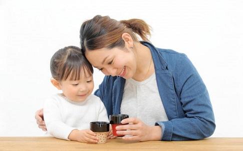 """子どもの食育に悩むママ必見・伝統産業の職人がつくる""""aeru""""の食器が使いやすい!"""