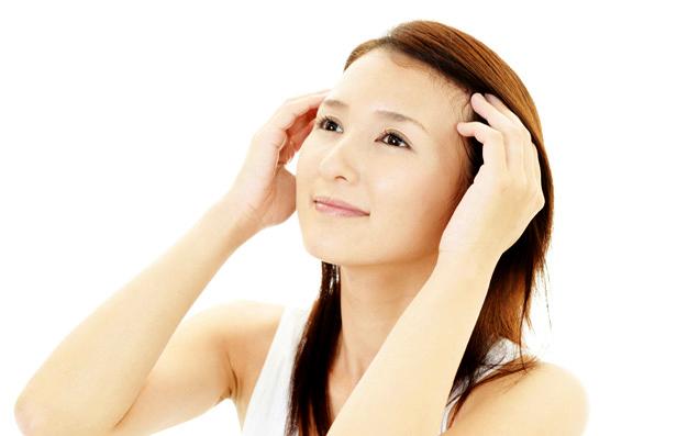 小顔効果もあり!乾燥する冬の「頭皮ケア」で美髪を育てるハウツー