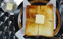復活した伝説のカフェ「カフェ・ド・ロペ」で、究極のトースターを味わう