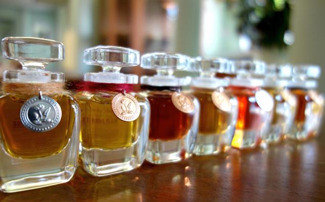 最高のラグジュアリーを纏う贅沢 香りを育てる楽しみ「天然香水」の魅力とは