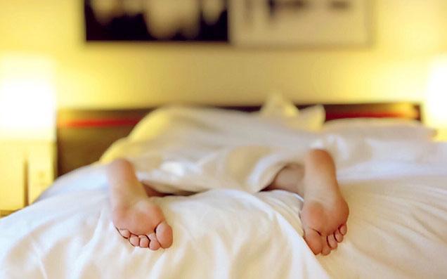 布団と枕だけじゃ味気ない。快適な眠りを誘う寝室インテリアの作り方