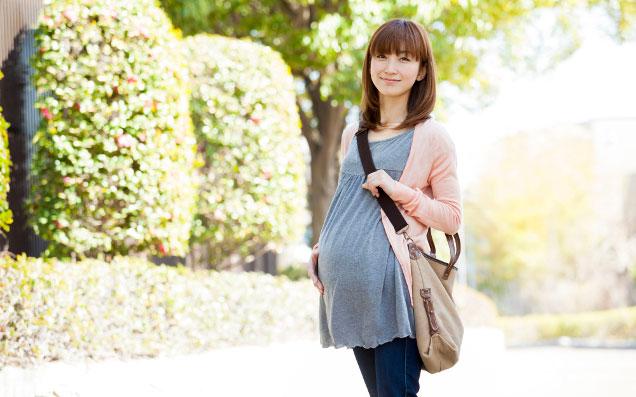 美脚効果抜群のマタニティデニムで妊娠中もオシャレを楽しもう