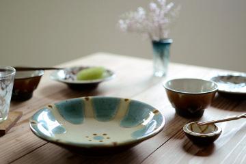 沖縄の陶器(やちむん) 「7寸皿 (緑釉)」