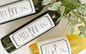 ワインのような見た目のおしゃれなオリーブオイルは、手土産にぴったり♪