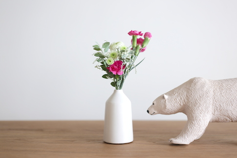 こちらは500円コースのお花。様々な種類のお花がバランスよく入っています。食卓やチェストの上にちょこんと飾ると可愛いです。