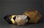 1枚の革が魅せる多彩な表情と構築的な美。大人のための贅沢なレザーバッグ「A SQUARE」