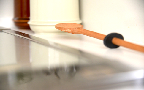 side by side Tipping Cooking Spoon
