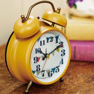 レトロポップな目覚まし時計