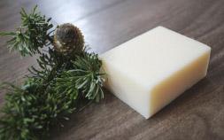 夏の全身ケアは天然素材の優しい石鹸がいいみたい 北海道の森の一瞬を切り取った「ナルークソープ」