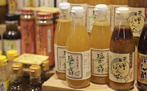 倉敷味工房の塩ポン酢も、素材にこだわった平翠軒オリジナル版の「石原信義の塩ポン酢(630円)」がある