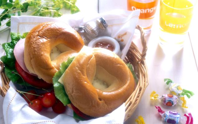 無農薬野菜と玄米粉のベーグルを使った、おいしいサンドイッチ