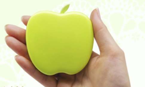 りんごの形のかわいい充電器
