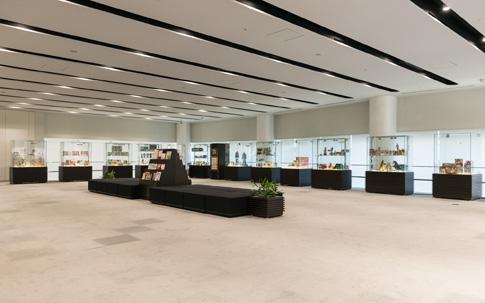本社ビルの1F、2Fには、新商品や歴代のヒット商品が展示されている。