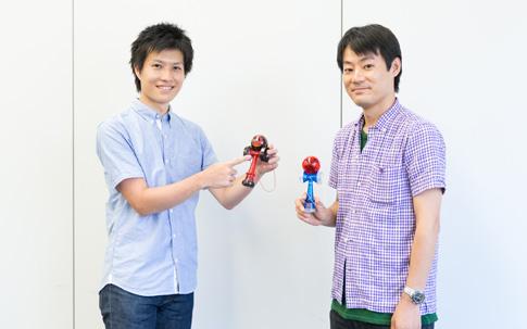 『ケンダマクロス』を生み出したバンダイ プレイトイ事業部の熊谷悠岐さん(左)と矢内道雪さん。