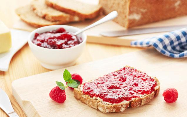 お砂糖不使用のジャム&米粉入りの食パンでヘルシー朝ごはん