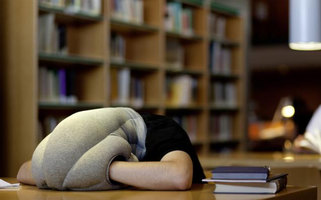 お疲れのあなたに、街で使えるお役立ち枕