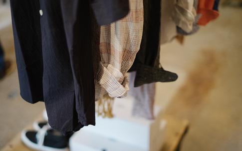 ペルシカ同様、大阪の「maillot」のレディースシャツが。久留米のスニーカーメーカー「アサヒコーポレーション」のブランド「SOLS」のスニーカーはレディースサイズがメイン。