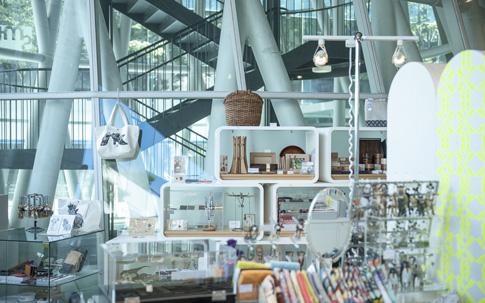 カネイリミュージアムショップ6の店内の様子。