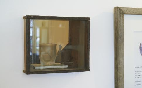 奥のスペースとゆるやかにつながる小窓。