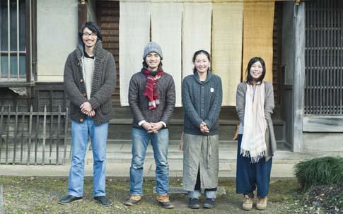 中央のふたりが、山田さんご夫妻。両端のふたりが鈴木さんご夫妻。