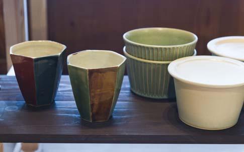 鳥取に窯を構えている玄瑞窯の芝原信也さんの器たち。因幡国府焼の窯元で修業後、独立したのだそう。