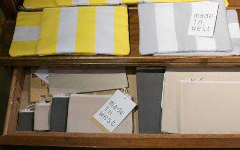 made in westの商品。(上)イエローとグレーのインクジェット捺染が美しい松尾捺染株式会社とprideliの工房でつくったポーチ。(下)1枚の帆布を12分割してつくったという大きさの違うポーチ。