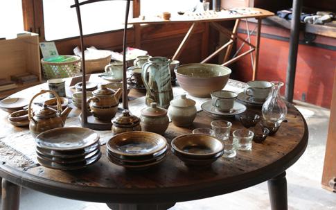 丹窓窯を経て独立した平山元康さんの器。素朴で味わい深い質感。