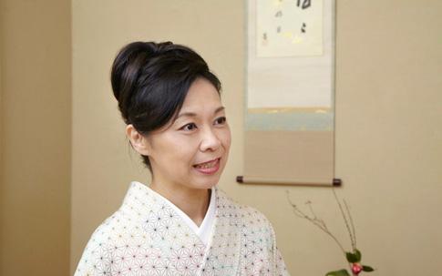 和文化研究家の三浦康子さん。歳時記など日本の文化に造詣が深く、手みやげの達人でもあります。