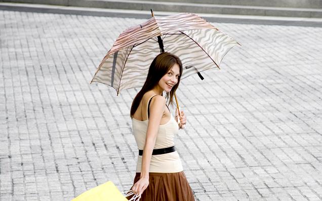 おすすめの軽量コンパクトな折りたたみ傘。ちょうどポケットに入って嬉しい